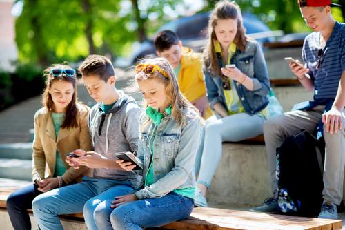 internet-addiction-phones-online
